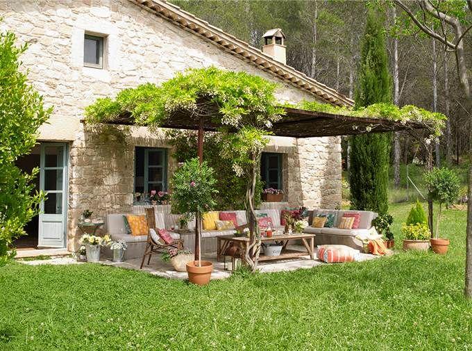Deco primavera al aire libre renovar jardines y for Bancos de jardin rusticos