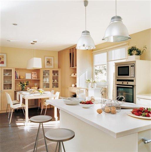 Decotips c mo ganar metros en la cocina y ubicar un for Comedor y cocina en un mismo ambiente