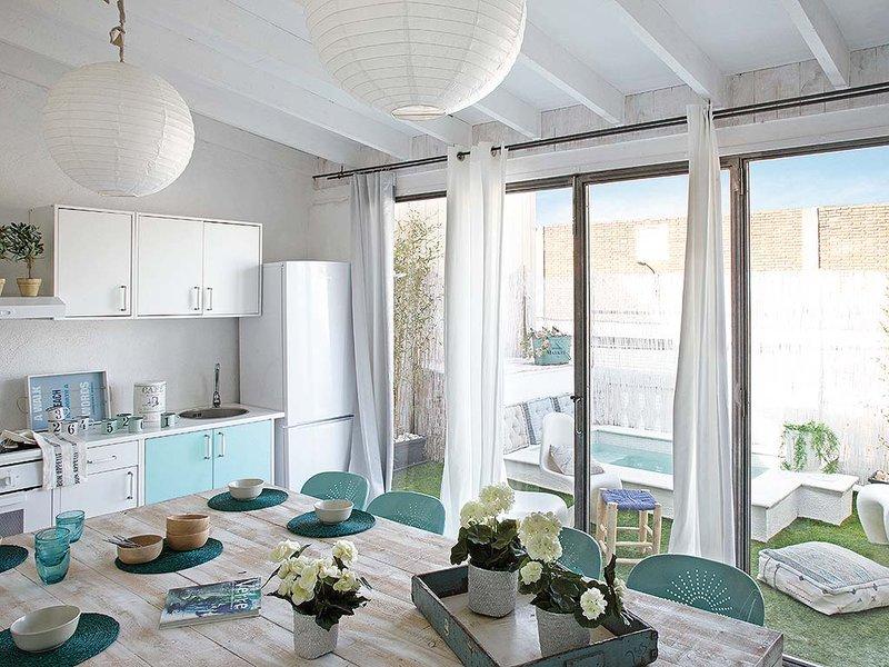 Vintage interior vintage muy fresco con acentos celestes - Decoracion estilo mediterraneo ...