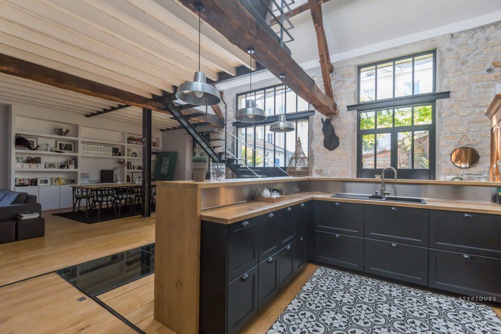 Interior industrial loft style virlova style for Estructura de una cocina industrial